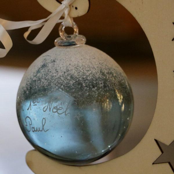 boule de noel en verre gravee prenom enfant cadeau naissance