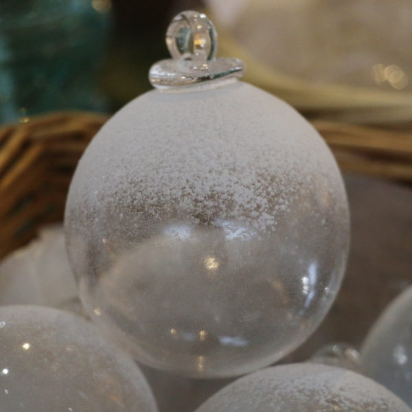 boule de noel en verre neige incolore
