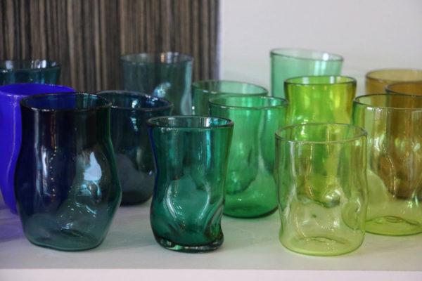 gobelet cabossé en verre soufflé coloris différents