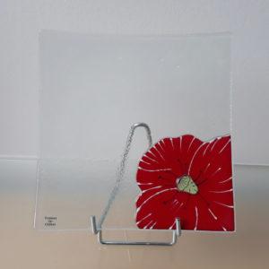 assiette en verre rouge motif coquelicot fait main